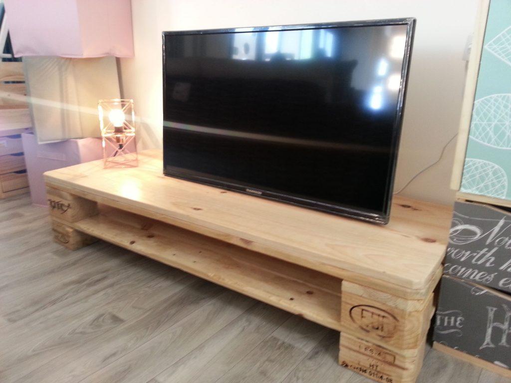 Muebles con palets mas de 99 ideas para hacer muebles con palets - Muebles rusticos para tv ...
